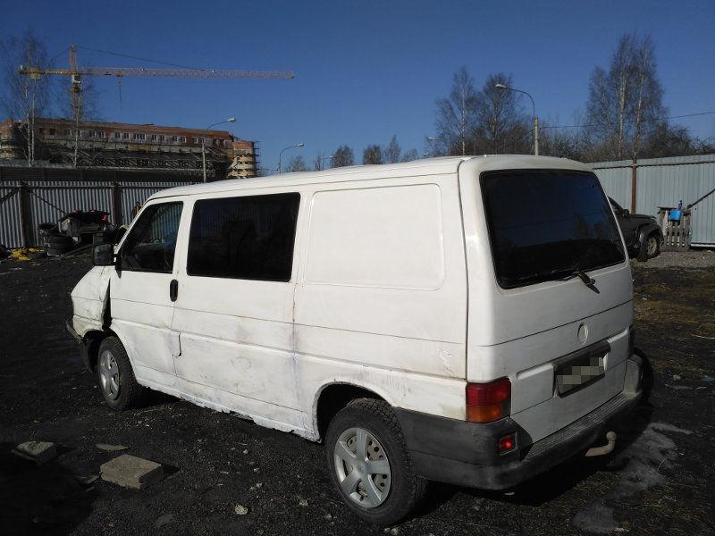Фольксваген Транспортер 2,4 дизель 2000 года выпуска