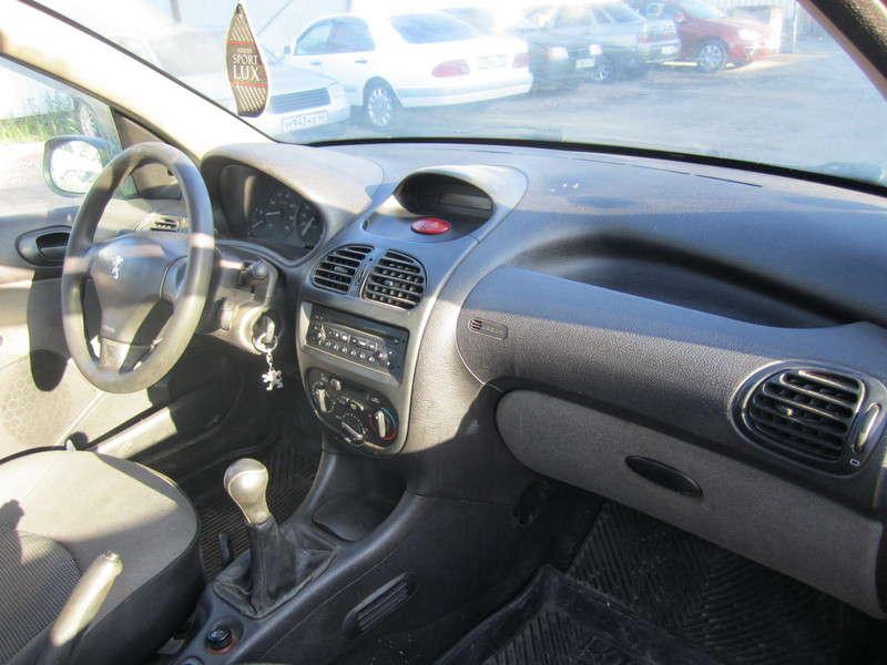 Пежо 206 1.4 л Механика 2006 года выпуска